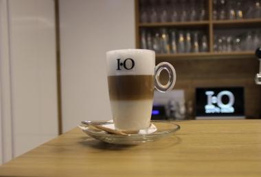 Kávézó, terasz, bár